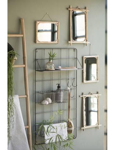 Ib Laursen spejl ophængt på væg i samspil