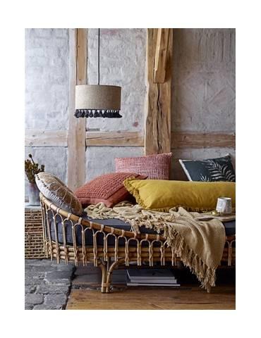 Bloomingville gul plaid i sofa