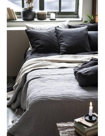 Ib Laursen sengetæppe dobbeltribbet på seng