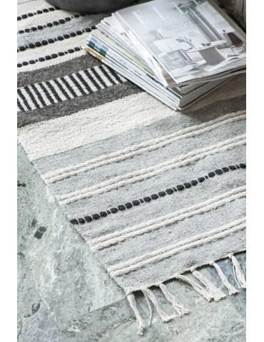 Ib Laursen gulvtæppe stribet natur og sort close
