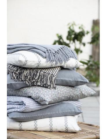 Ib Laursen sengetæppe enkelt hvid og støvblå lagkage