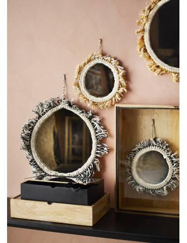 Madam Stoltz trækasse med glaslåg under spejle